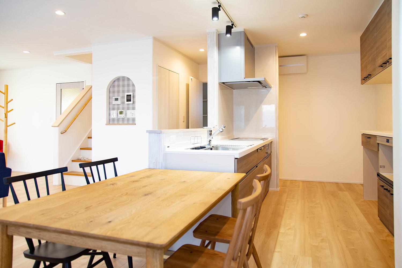 キッチン横にダイニングテーブルは家事導線を楽にします