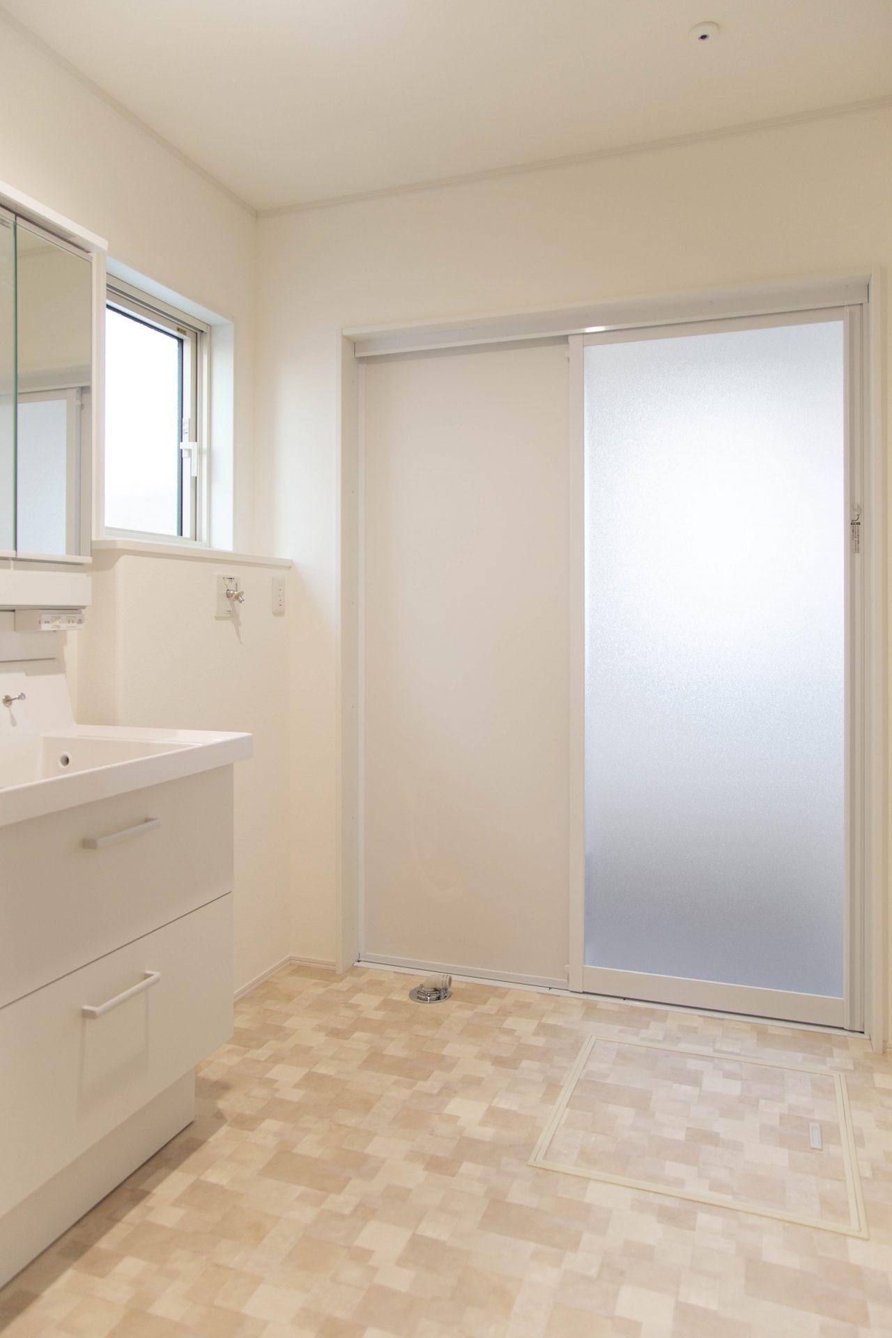 大きな脱衣スペースを作り、生活しやすい空間となりました