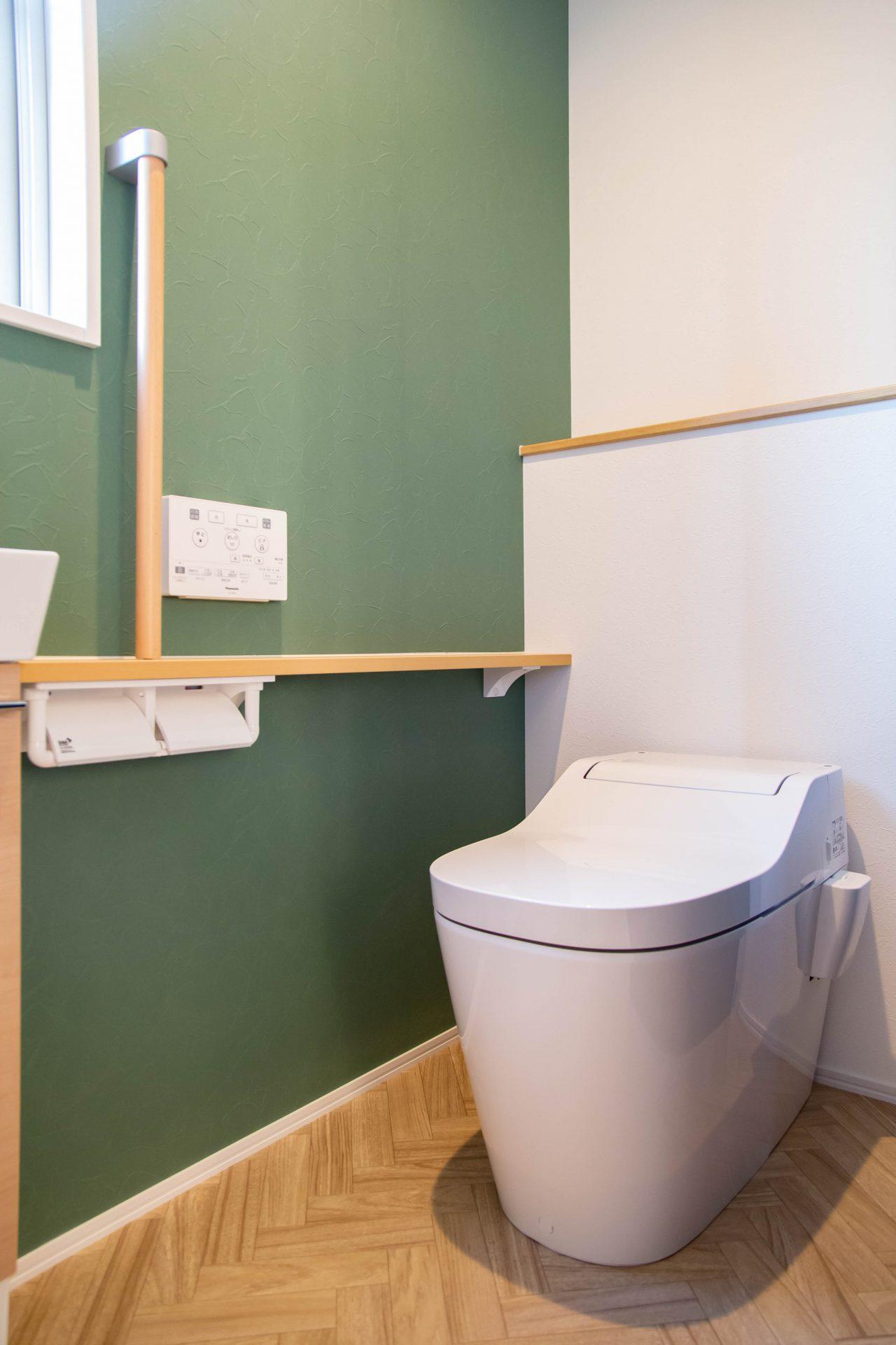 グリーン✖︎ヘリボーンのお洒落なトイレ空間