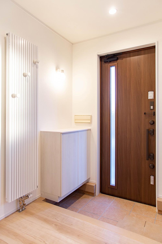 パネルヒーター完備で冬でも玄関も暖かい