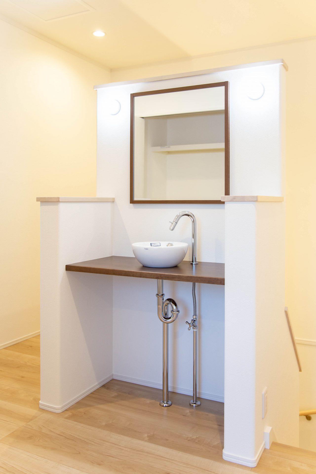 お施主様持ち込みの2階手洗いを設置